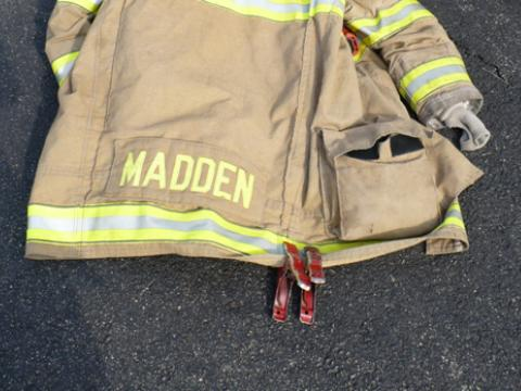 Sgt. Scott Madden from Loudoun County (VA) sent in an idea he got from one of his brothers at Station 6. The idea is to use a small spring hand cl& to ... & What\u0027s in your pockets? Pezcame.Com