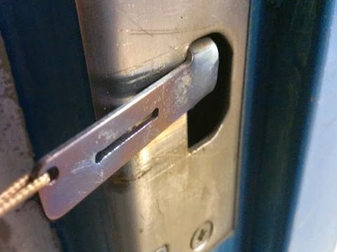 portabledoorlock2
